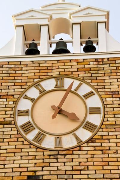 ベルのある時計台