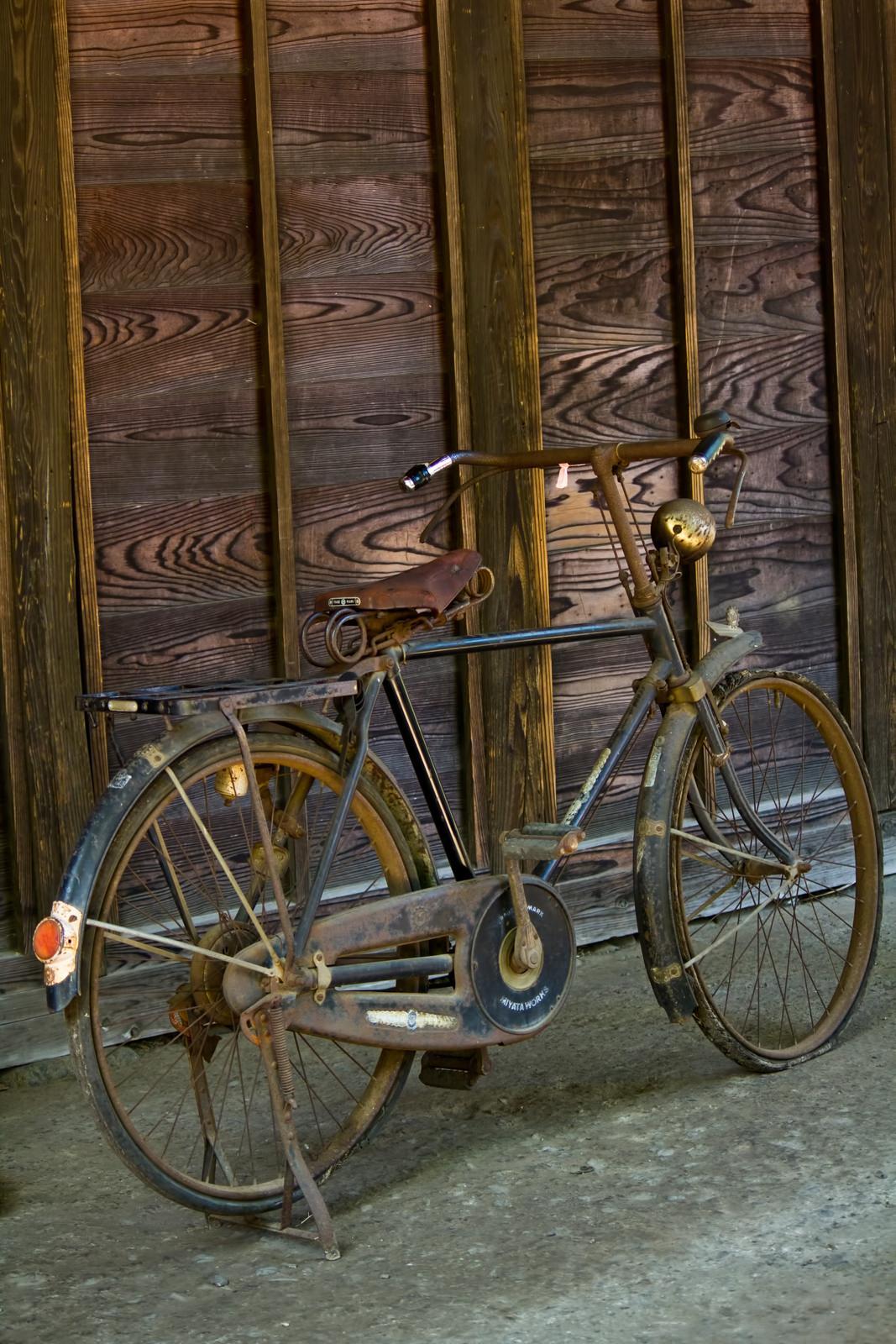 古びて錆びた自転車古びて錆びた自転車