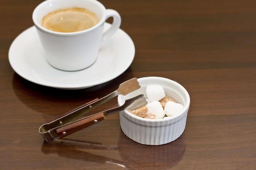 角砂糖(シュガー)とコーヒー