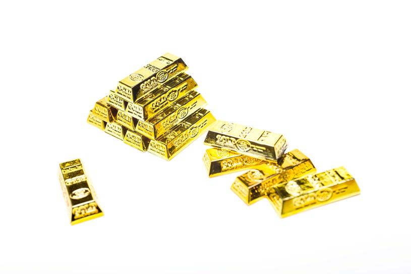 積み重なる金塊