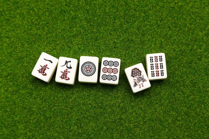 6つの麻雀牌。