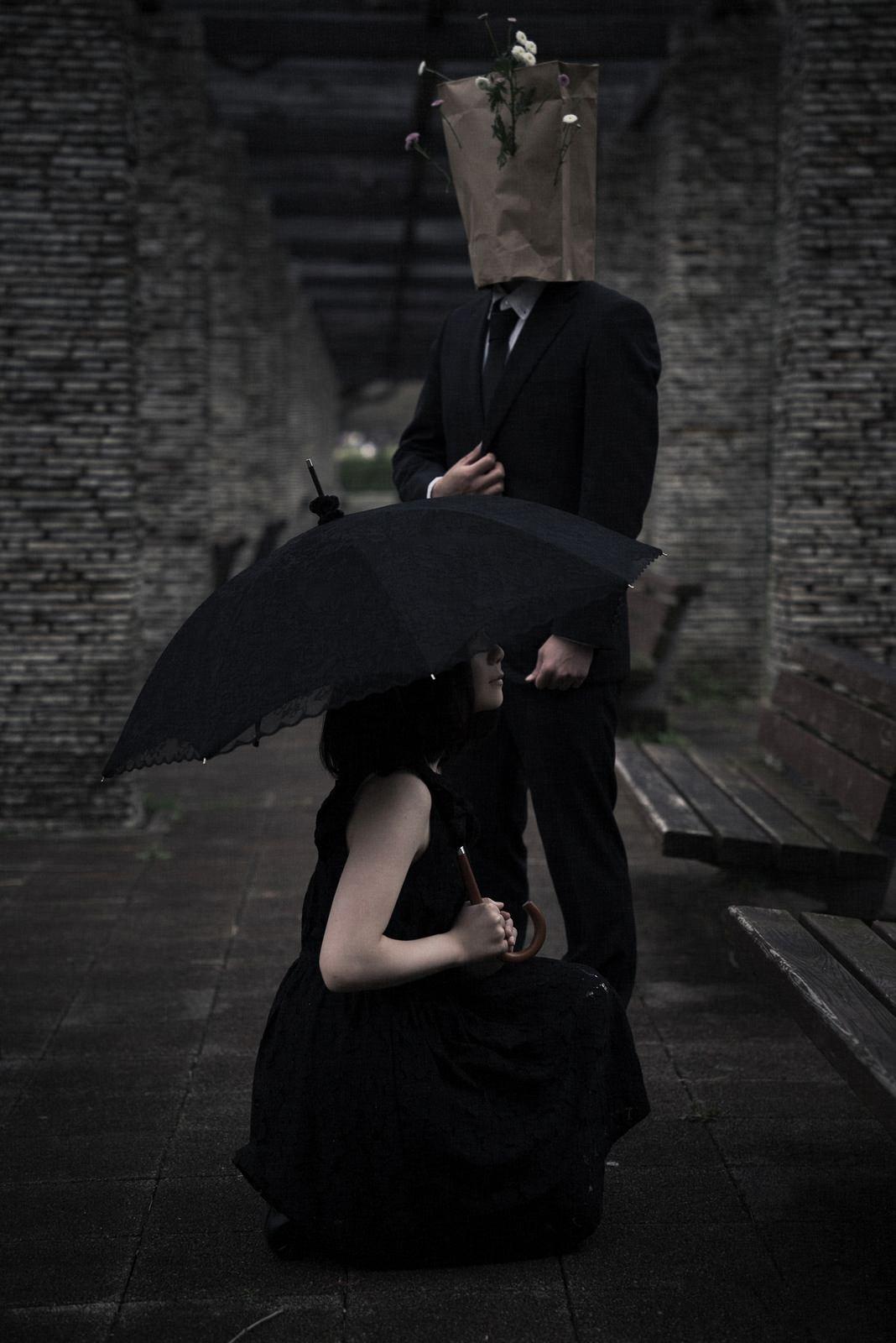 人に恋をした異形の紳士と恋に疲れた悩み多き女性の関係のフリー素材