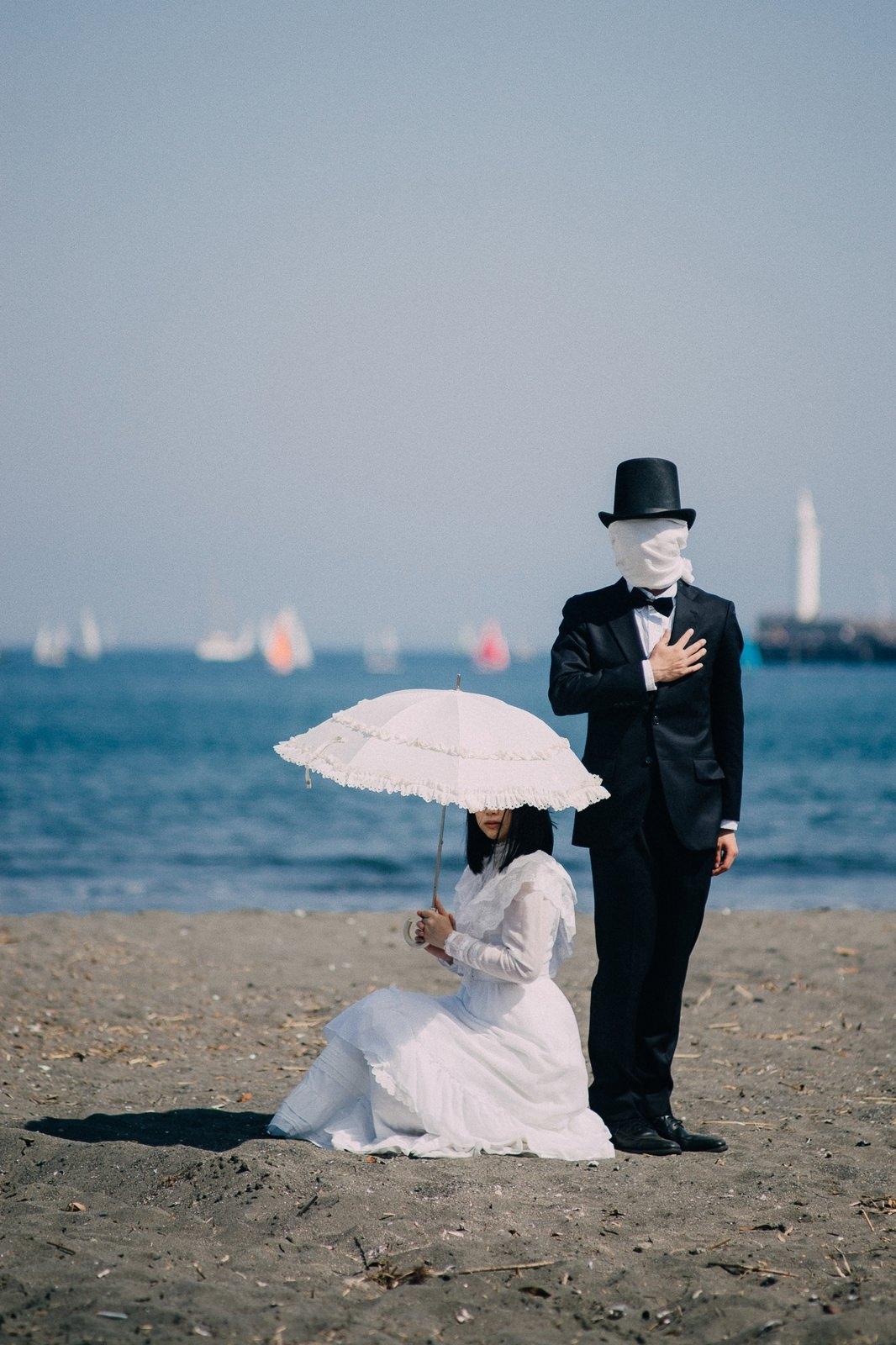 覆面男子とお嬢様のフリー素材