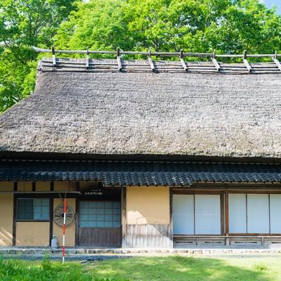 「茅葺屋根の古民家」の写真素材