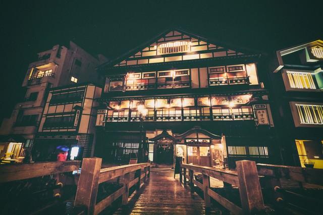 歴史ある銀山温泉街の写真