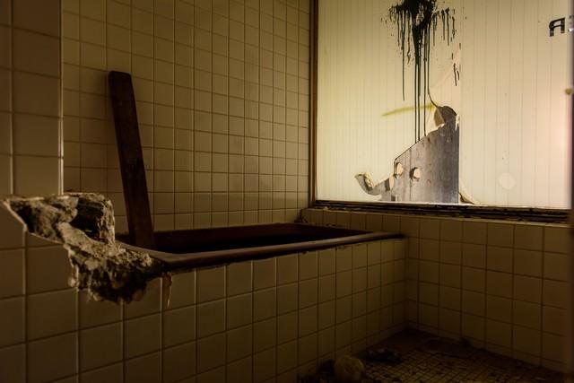 ホテル廃墟のお風呂場の写真