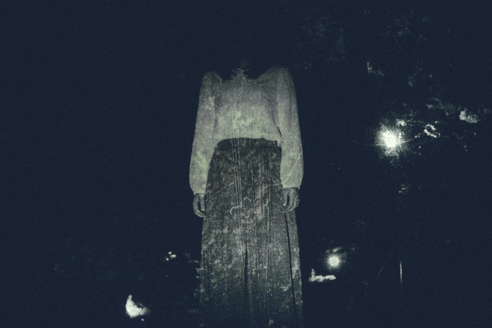 「仄暗い闇の奥から」の写真[モデル:さとうゆい]