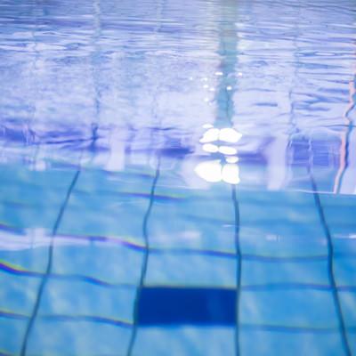 「屋内プール」の写真素材