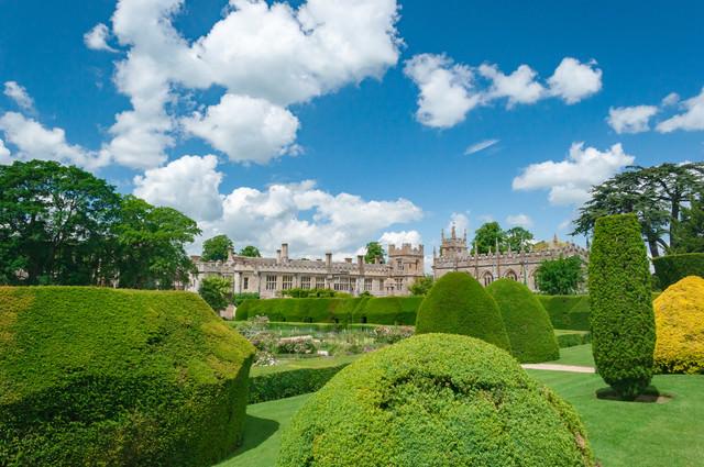 スードリー城と歴史ある庭園の写真