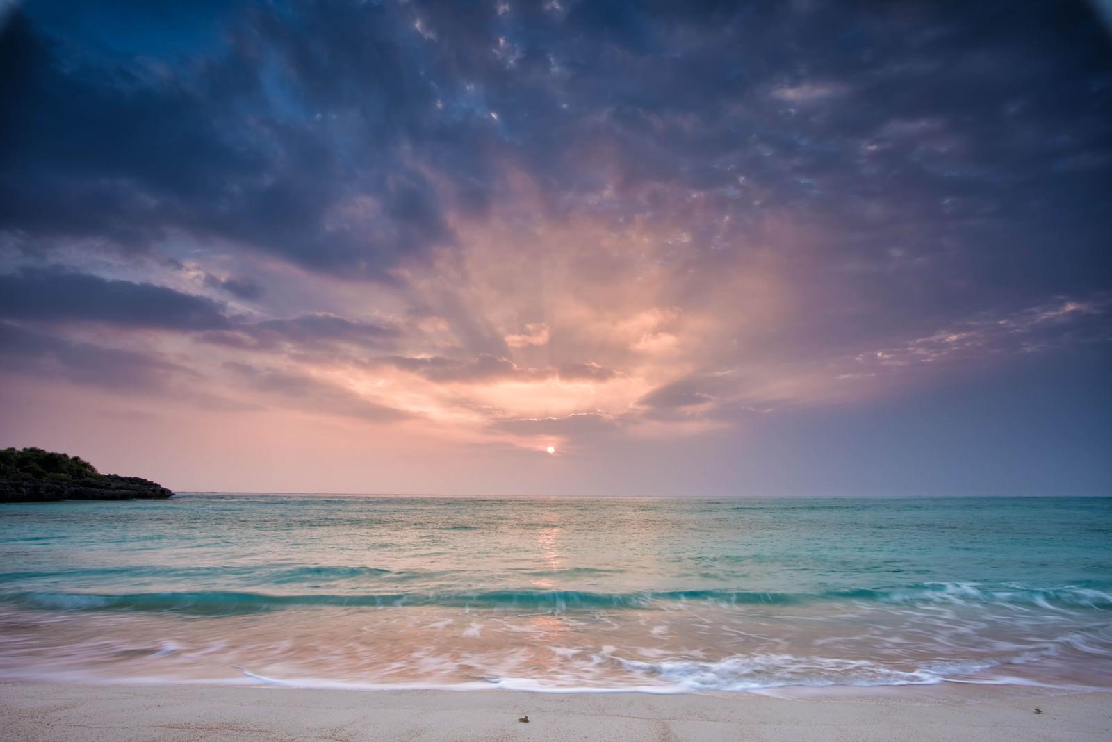ヨロン(与論島)の夜明けのフリー素材