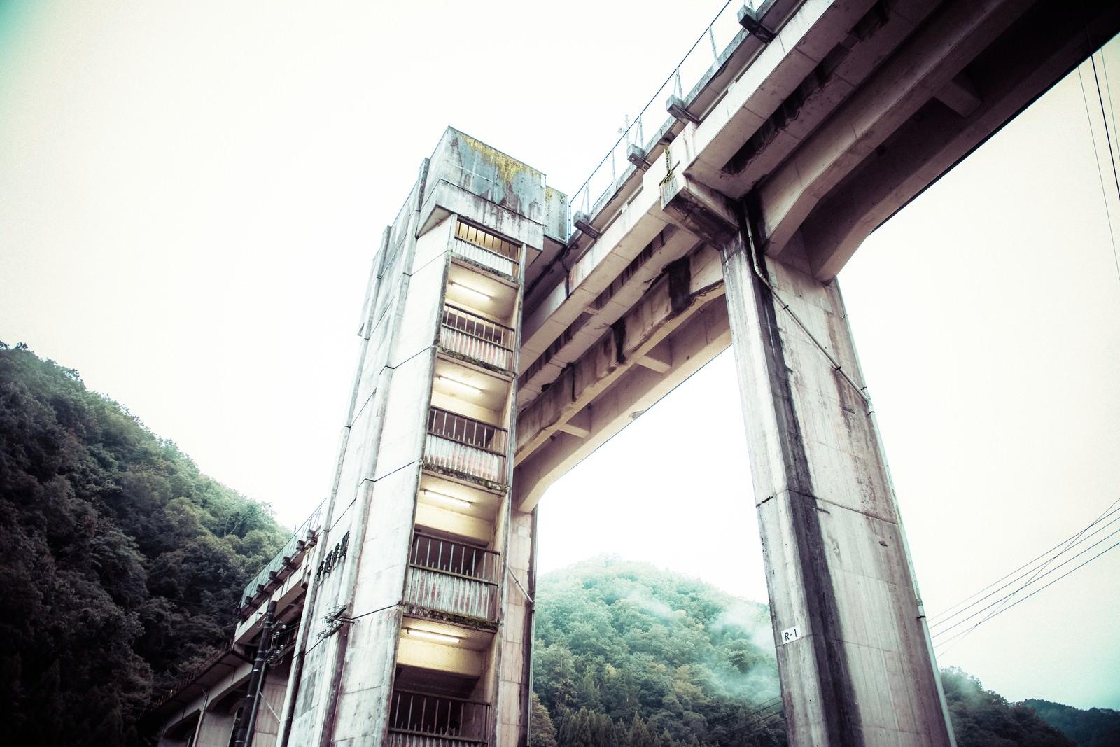 「天空の駅と呼ばれた三江線・宇都井駅を下から撮影(廃線)」の写真