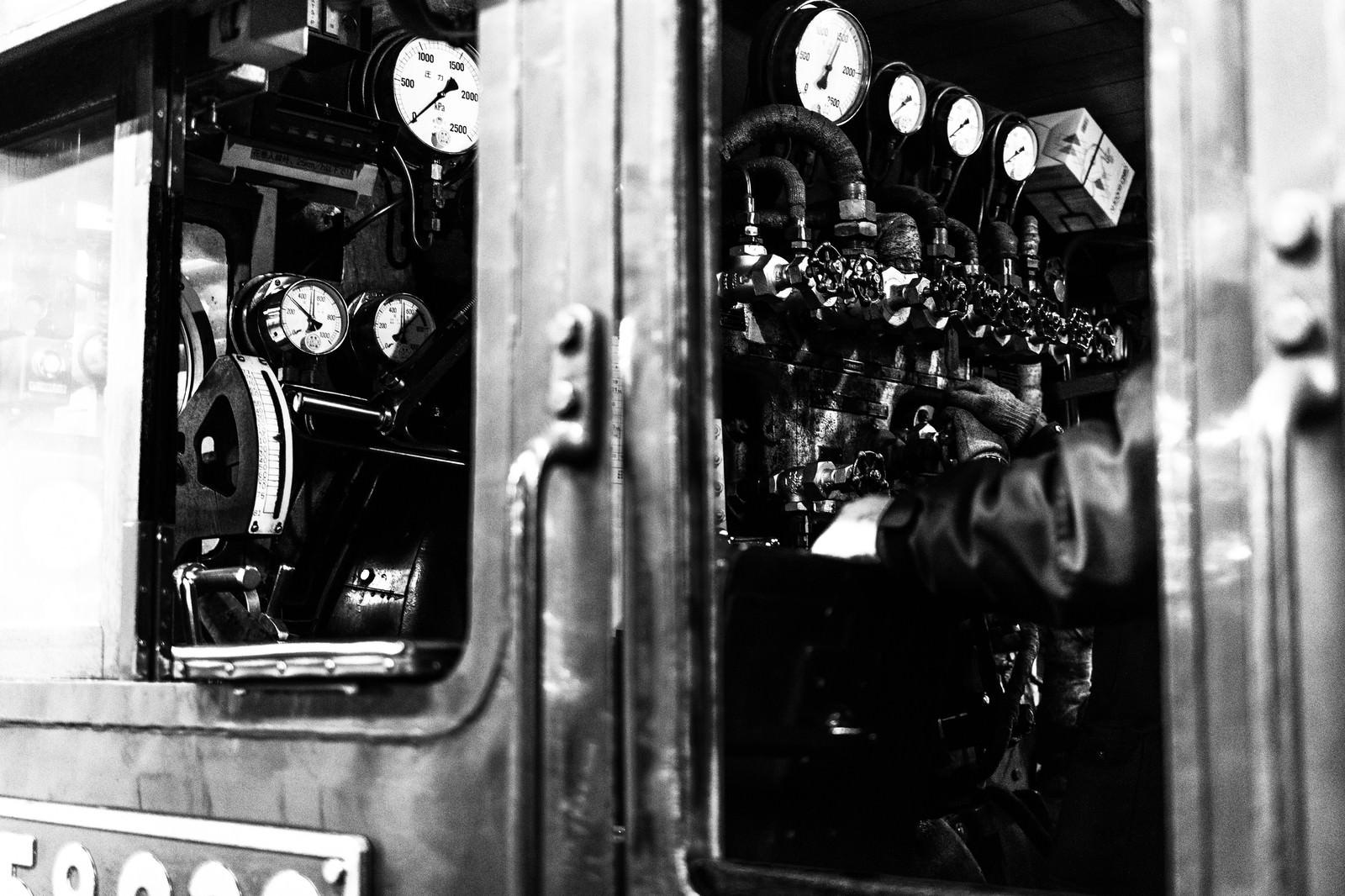 「蒸気機関車運転席蒸気機関車運転席」のフリー写真素材を拡大