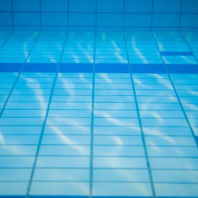 「水中撮影(プールの中)」の写真素材