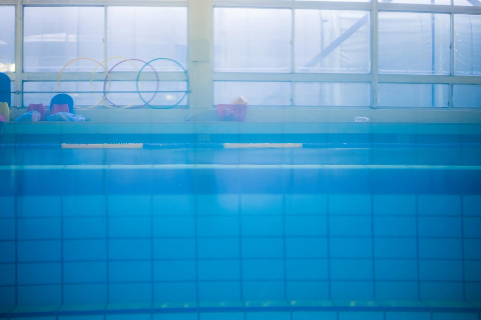 「プールサイドの様子」の写真