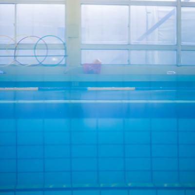 「プールサイドの様子」の写真素材