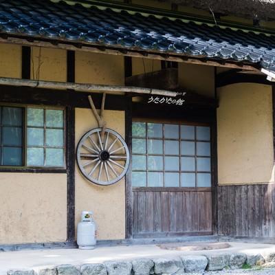 「土壁でできた古民家の玄関口(うたかたの館:鏡野町)」の写真素材