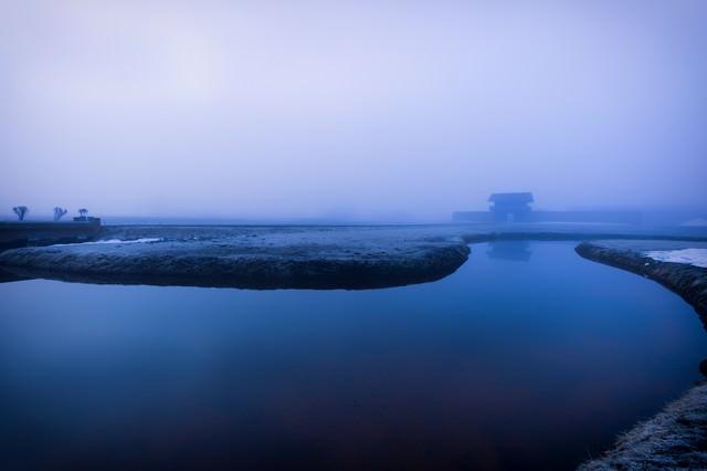 霧の古代遺跡の写真