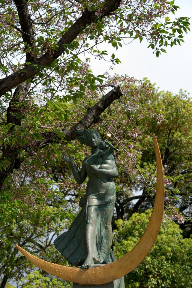 平和祈念像(草野心平の詩碑)の写真