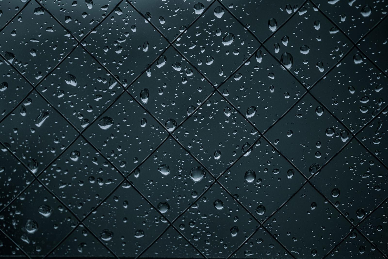 「窓の水滴」の写真