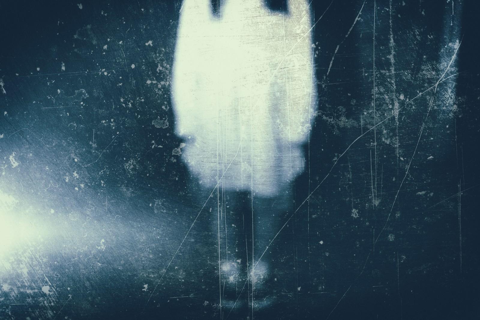 「ボンヤリと写る女性の姿(フィルム)」の写真[モデル:河村友歌]