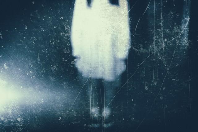 ボンヤリと写る女性の姿(フィルム)の写真