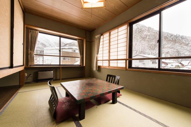 平湯温泉の雪景色と栄太郎の客室の写真