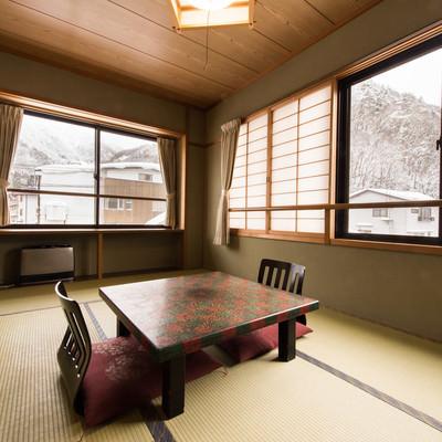 「平湯温泉の雪景色と栄太郎の客室」の写真素材