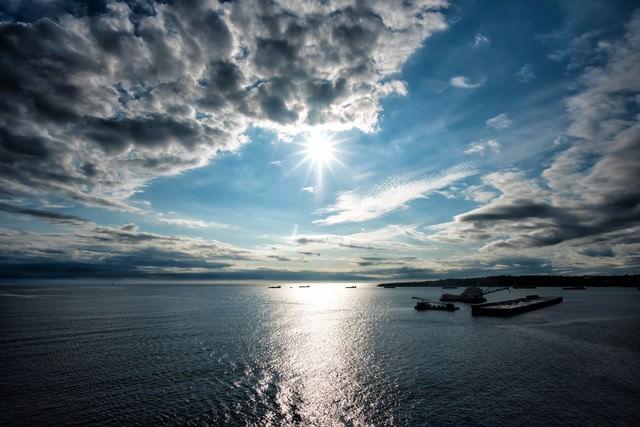 沖縄北部、本部港の景色の写真
