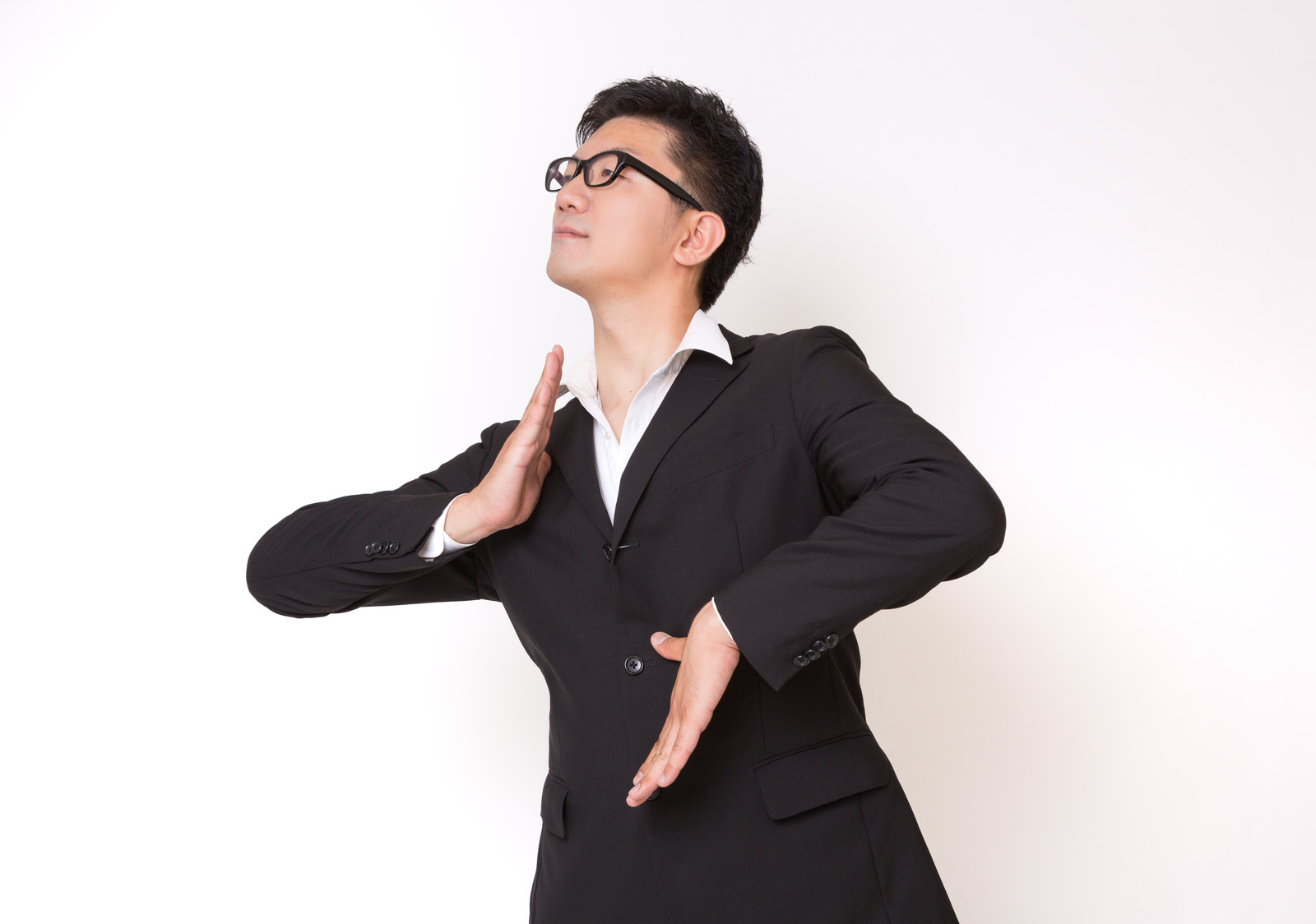 「不思議な踊りをはじめたスーツ姿の眼鏡男子」の写真[モデル:ozpa]