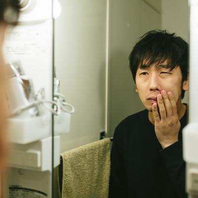 カミソリ負けに悩む敏感肌の男性の写真