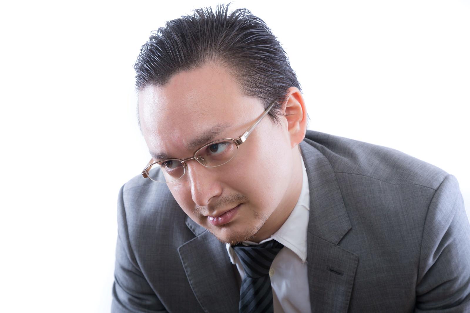 「燃え尽き症候群のビジネスマン」の写真[モデル:Max_Ezaki]