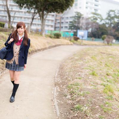 「下校中の女子高生」の写真素材
