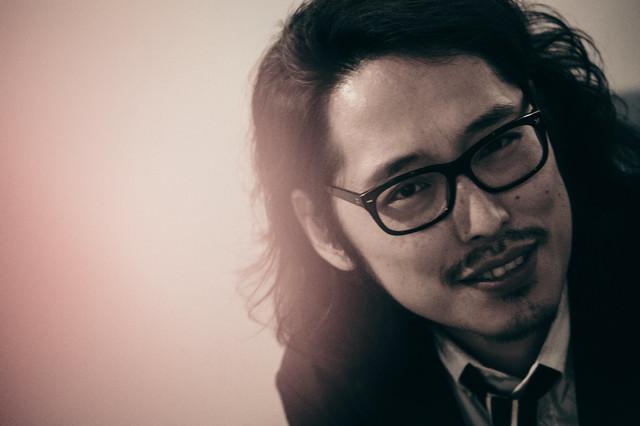 敏腕プロデューサーのオフショットの写真