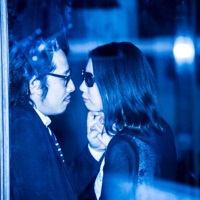 「結婚間近のふたりの熱愛現場撮った!」の写真素材