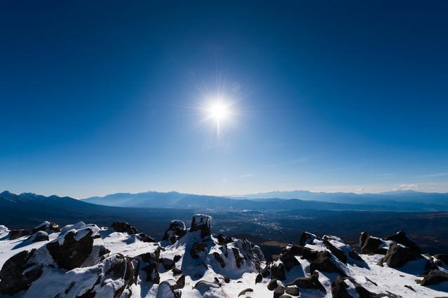 「厳冬期の蓼科山山頂からの一望」のフリー写真素材