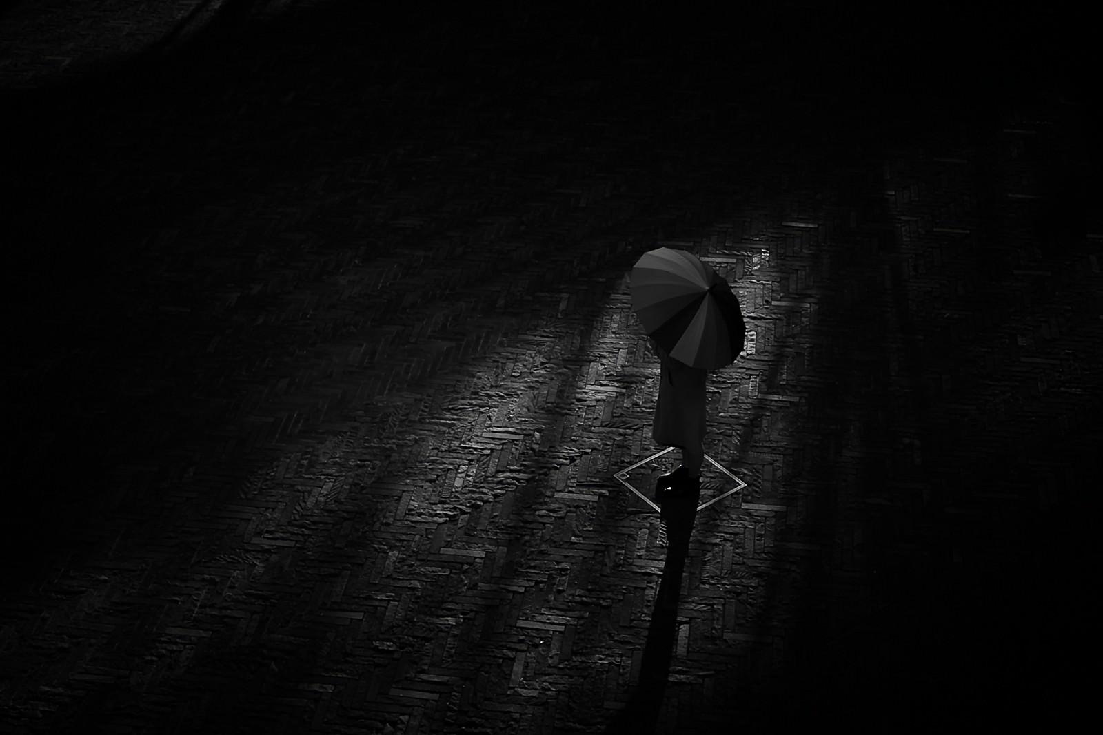 「パラソルと影」の写真