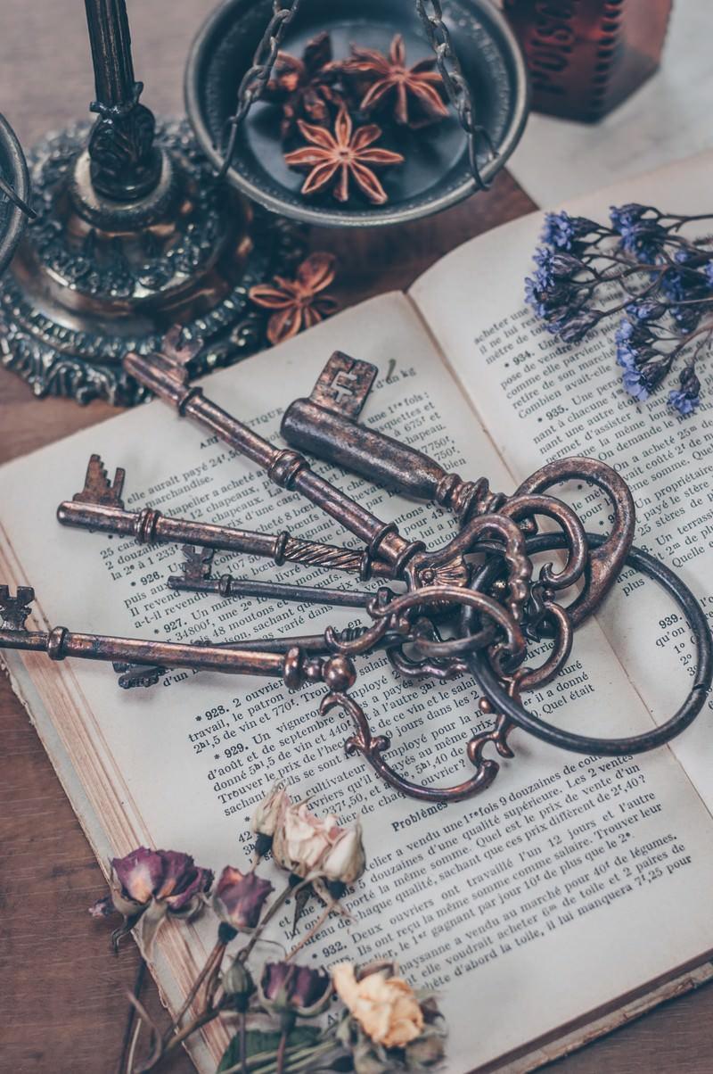 「古書と古い鍵」の写真