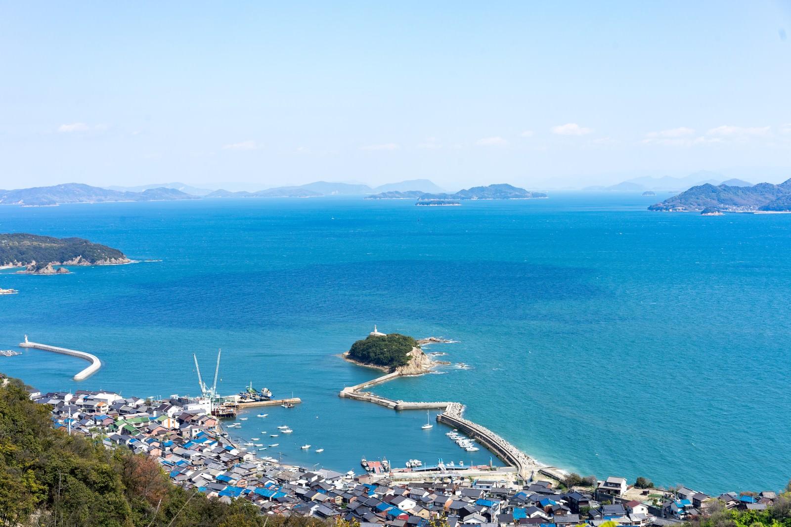 「海岸沿いの玉津島、福山市鞆町」の写真