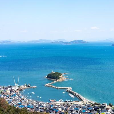 海岸沿いの玉津島、福山市鞆町の写真