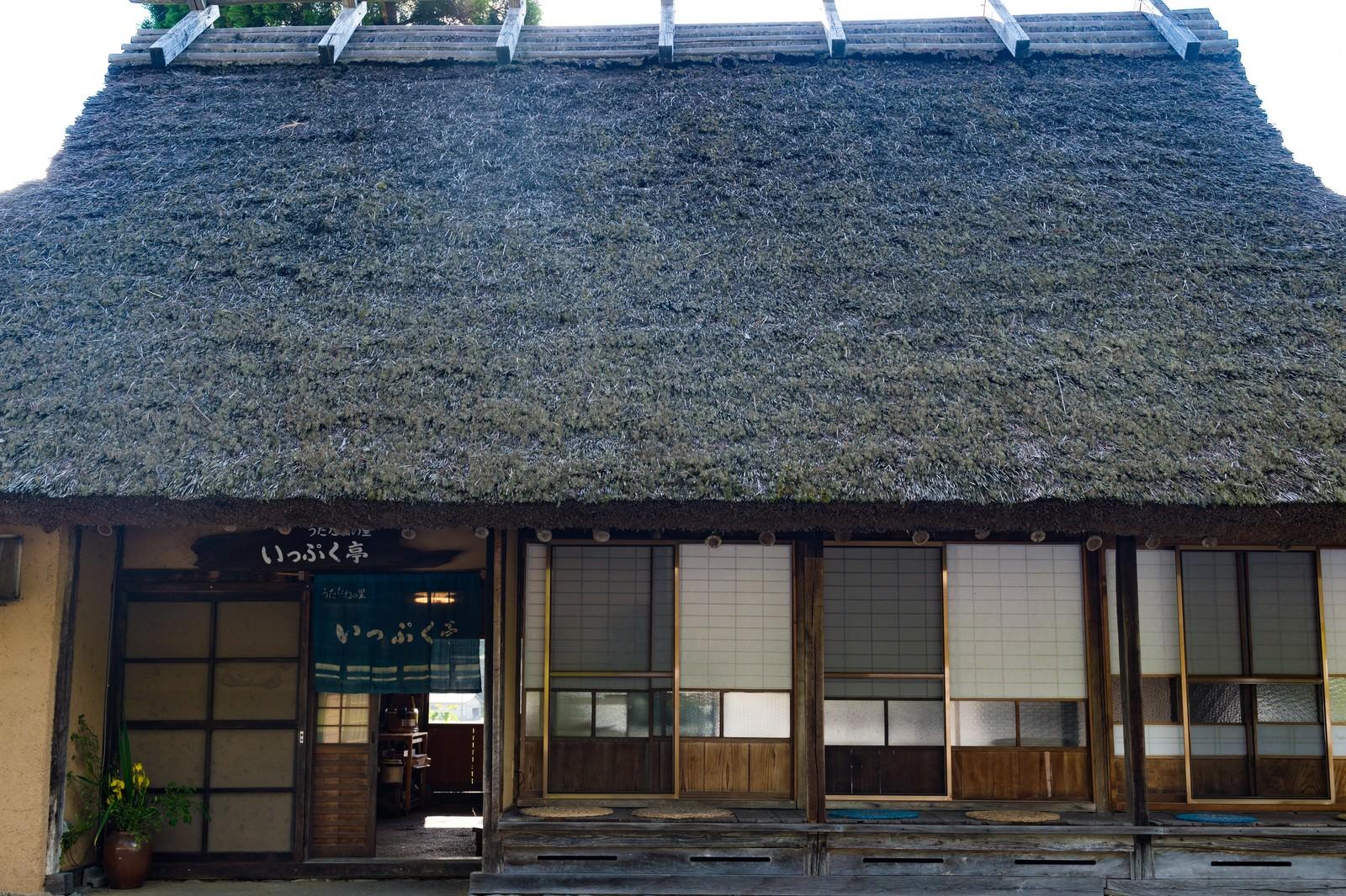 「古民家の縁側(いっぷく亭:鏡野町)」の写真
