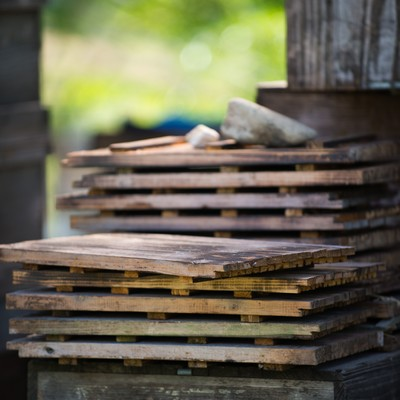 「蜜蜂の巣箱の蓋」の写真素材