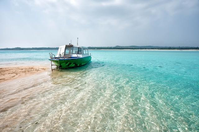 幻の百合ヶ浜に上陸したボートの写真