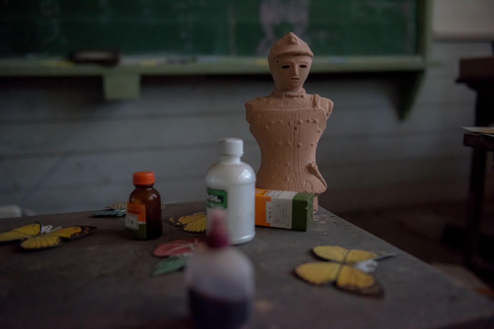 「廃校の美術室と備品」の写真