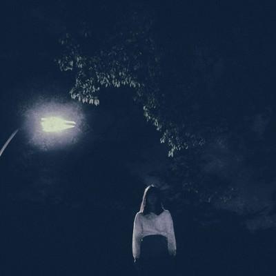 「深夜、彼女に別れ話をしたら階段から突き落とされた」の写真素材