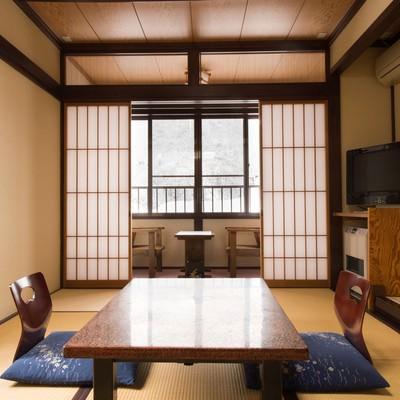 「奥飛騨温泉郷・平湯温泉にあるお宿・栄太郎の和室」の写真素材