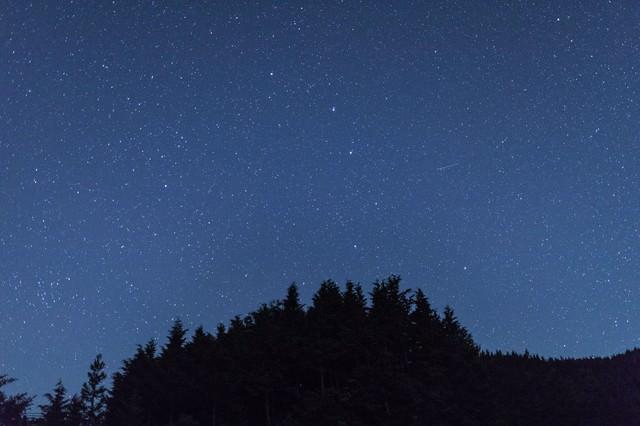 鏡野町笠菅峠からの星空と流星の写真
