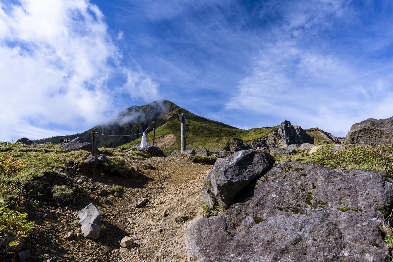 「磐梯山山頂と青空」の写真