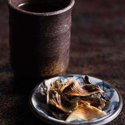 「ふぐヒレを肴にヒレ酒」の写真素材