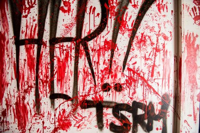 血塗りの壁の写真