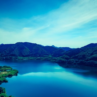 「苫田ダムによってできた人造湖(奥津湖)」の写真素材